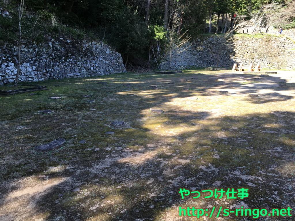 羽柴秀吉邸跡。礎石が残っています。
