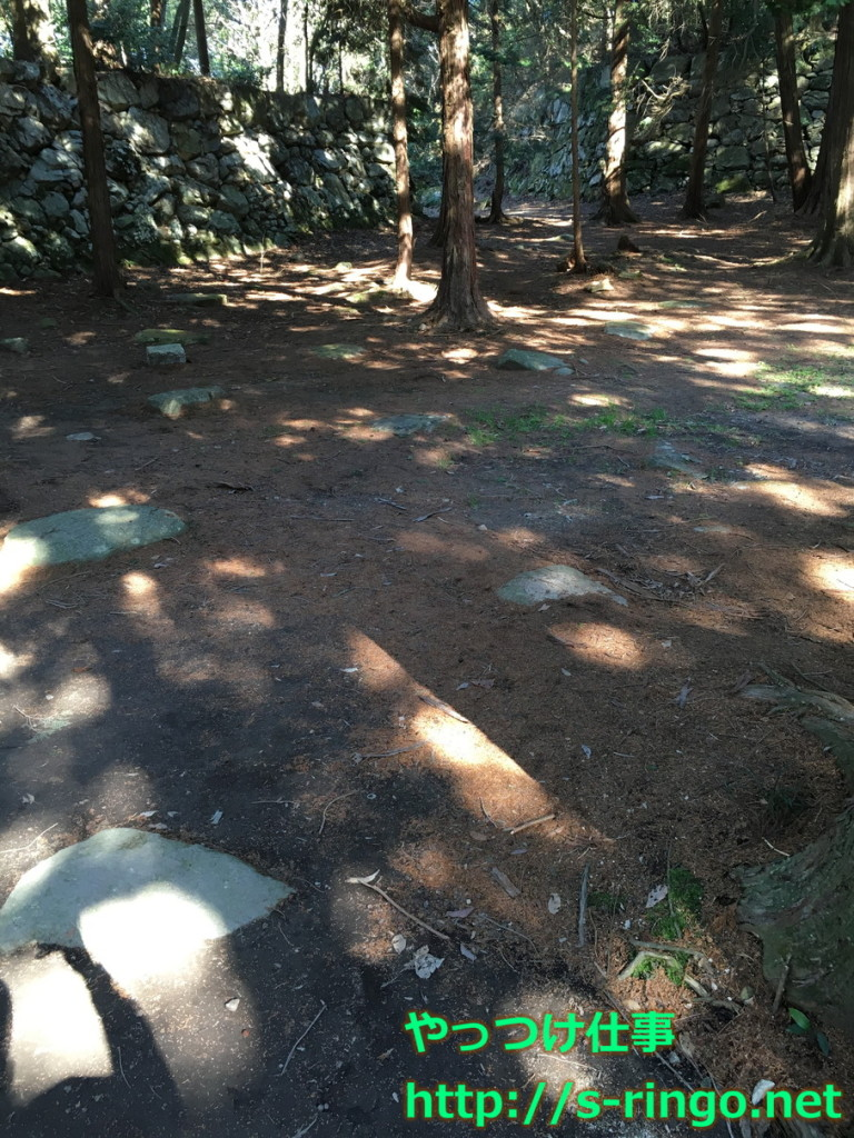 本丸礎石跡